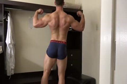 pumped up Fitness Enjoying Giving joy To His sexy Body